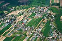 Siedlungsstucktur in den Vierlanden: EUROPA, DEUTSCHLAND, HAMBURG, 18.05.2014 Siedlungsstucktur in den Vierlanden
