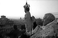 Roma 6 Gennaio 1993.La cerimonia religiosa che celebra il Bambino (Gesù Bambino) dell'Aracoeli.Nel 1994 la statua è stata rubata e che è stato sostituito da una copia. La processione che si svolge al tramonto si conclude con il Bambino in corso fino alla cima della scalinata che porta alla chiesa dell' AraCoeli, da lì una benedizione alla città di Roma . E 'l'evento finale delle cerimonie religiose che ha avuto inizio il Natale'.January 6,  the religious  the ceremonies celebrating il Bambino (Infant Jesus) dell'Aracoeli.In 1994 the statue was stolen and it has been replaced by a copy. The procession which takes place at sunset ends with the Bambino being carried to the top of the steps leading to the church: from there a benediction to the City of Rome . It is the final event of the religious ceremonies which began on Christmas'  .http://www.romeartlover.it/Winter.html.FOTO STEFANO MONTESI