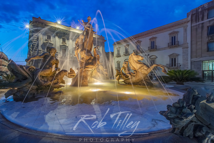 Europe, Italy, Sicily, Syracuse, Twilight Piazza Archimede