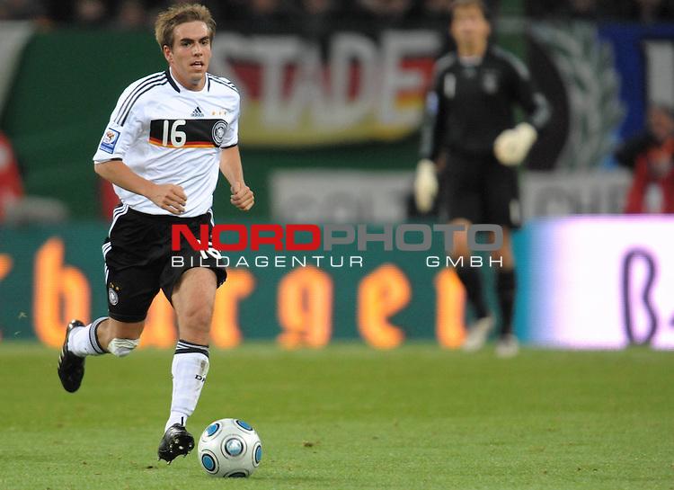 Fussball, L&auml;nderspiel, WM 2010 Qualifikation Gruppe 4  14. Spieltag<br />  Deutschland (GER) vs. Finnland ( FIN ) 1:1 ( 0:1 )<br /> <br /> Philipp Lahm  (  Ger / Bayern #16) <br /> <br /> Foto &copy; nph (  nordphoto  )<br />  *** Local Caption *** <br /> <br /> Fotos sind ohne vorherigen schriftliche Zustimmung ausschliesslich f&uuml;r redaktionelle Publikationszwecke zu verwenden.<br /> Auf Anfrage in hoeherer Qualitaet/Aufloesung