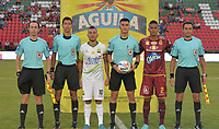 IBAGUÉ - COLOMBIA, 25-02-2018: David Nicolas Rodriguez Melo (con el balón), arbitro, John Fredy Perez (Centro Izq) capitan del Bucaramanga, Fainer Torijano (centro Der) capitan del Tolima durante los actos protocolarios previo al encuentro entre Deportes Tolima y Atletico Bucaramanga por la fecha 5 de la Liga Águila I 2018 jugado en el estadio Manuel Murillo Toro de Ibagué. / David Nicolas Rodriguez Melo (with the ball), referee, John Fredy Perez (Center L) captain of Bucaramanga, Fainer Torijano (Center R) captain of Tolima during the formal events prior the match between Deportes Tolima and Atletico Bucaramanga for date 5 of the Aguila League I 2018 played at Manuel Murillo Toro stadium in Ibague city. Photo: VizzorImage / Juan Carlos Escobar / Cont