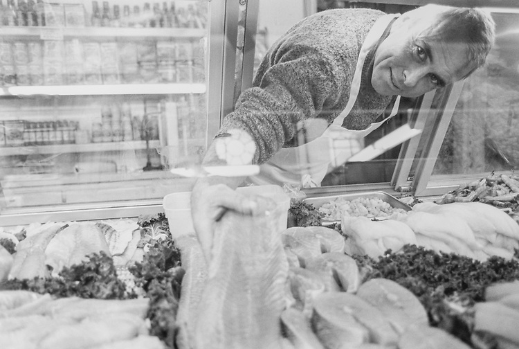 Chad Glasgow of Southern Maryland Seafood Company, Eastern Market, in November 1994. (Photo by CQ Roll Call via Getty Images)