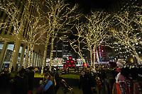 weihnachtlich geschmückten Stellen rund um das Rockefeller Center in New York - 08.12.2019: New York