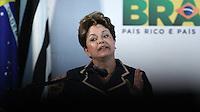 SÃO PAULO, SP, 12 DE JANEIRO 2012 - DILMA ROUSSEFF EM SÃO PAULO - Presidente da Republica Dilma Rousseff durante cerimônia de assinatura do termo de adesão ao programa Minha Casa, Minha Vida pelo Governo do Estado de São Paulo e do termo de compromisso para a construção de 97 mil unidades habitacionais da faixa I no Palacio dos Bandeirantes região sul da capital paulista. FOTO: WILLIAM VOLCOV - NEWS FREE