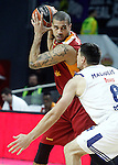 Real Madrid's Jonas Maciulis (r) and Galatasaray Odeabank Istambul's Blake Schilb during Euroleague, Regular Season, Round 5 match. November 3, 2016. (ALTERPHOTOS/Acero)