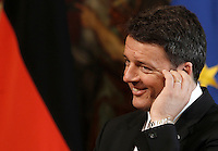 Il presidente del Consiglio Matteo Renzi durante la conferenza stampa congiunta col cancelliere tedesco a Palazzo Chigi, Roma, 5 maggio 2016.<br /> Italian Premier Matteo Renzi attends a joint press conference with German Chancellor at Chigi Palace, Rome, 5 May 2016.<br /> UPDATE IMAGES PRESS/Isabella Bonotto