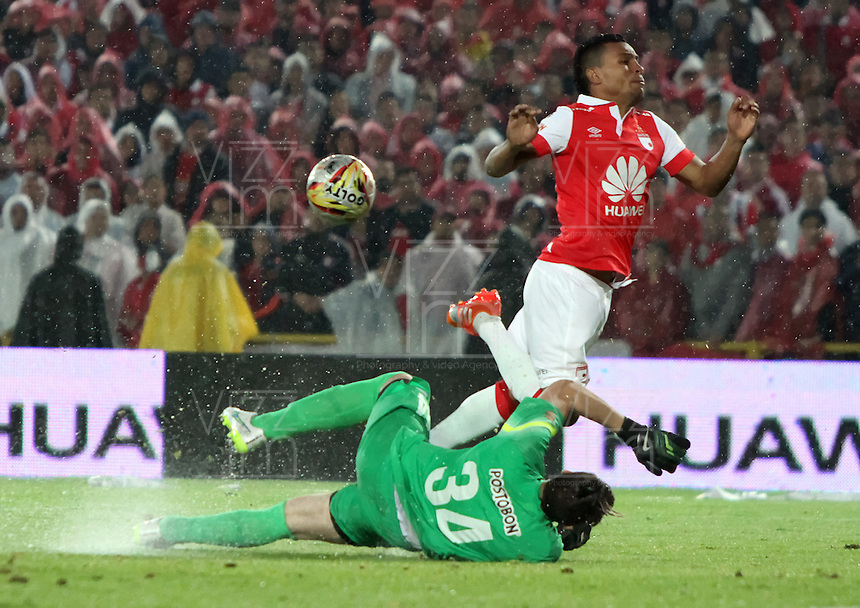 BOGOTA -COLOMBIA, <br /> 27-ENERO-2015. Wilson Morelo del Independiente Santa Fe  disputa el balon contra Franco Armani  del  Atletico Nacional  durante  partido de la final vuelta de la Superliga Liga Postobon 2015 del futbol colombiano primera division  jugado en el estadio Nemesio Camacho El Campin de Bogota . /  Wilson Morelo  Independiente Santa Fe fights for the ball against Franco Armani of Atletico Nacional  during the final round match of Superliga Liga Postobon 2015 Colombian first division football played at the stadium Nemesio Camacho El Campin in Bogota . Photo / VizzorImage / Felipe Caicedo  / Staff