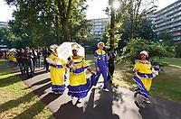 Nederland Amsterdam -  juli 2018.    Amsterdam viert 50 jaar Bijlmer. De SouthEast Parade. Deze parade wordt georganiseerd om de diversiteit van Amsterdam Zuidoost te laten zien. Groep met roots in Curacao.  Foto mag niet in negatieve context gepubliceerd worden.     Foto Berlinda van Dam /  Hollandse Hoogte