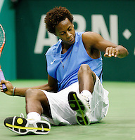 21-2-07,Tennis,Netherlands,Rotterdam,ABNAMROWTT, Gael Monfils goes down in the seccond round