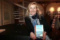 """SYLVIE BOURGEOIS HAREL - Dedicace de Sylvie Bourgeois Harel pour la sortie de son nouveau livre """"Sophie ‡ Saint Tropez"""""""