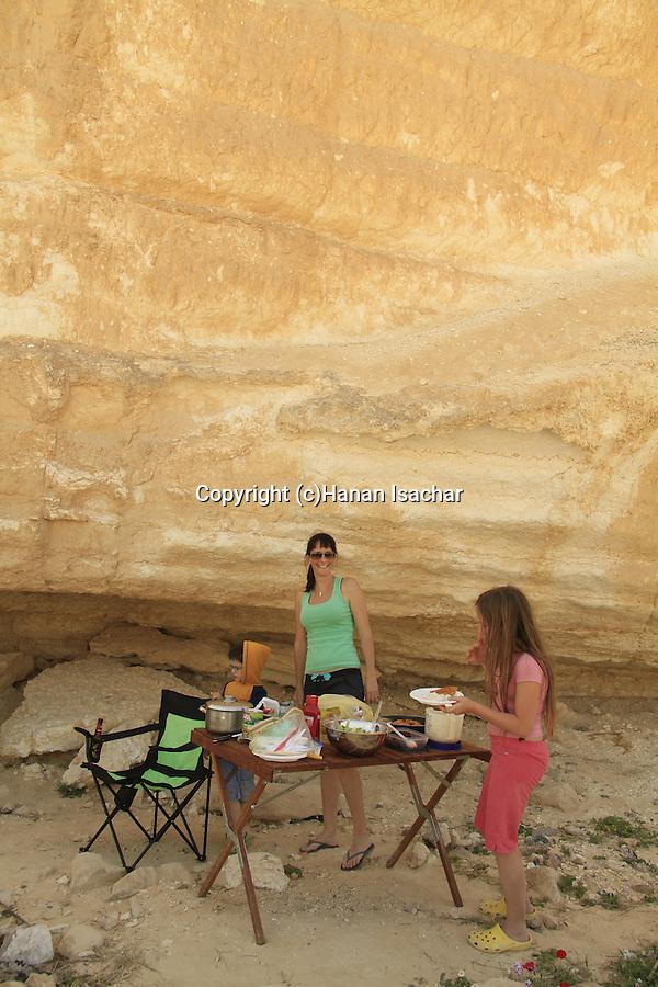 Israel, Negev, picnic in Ein Um Tina