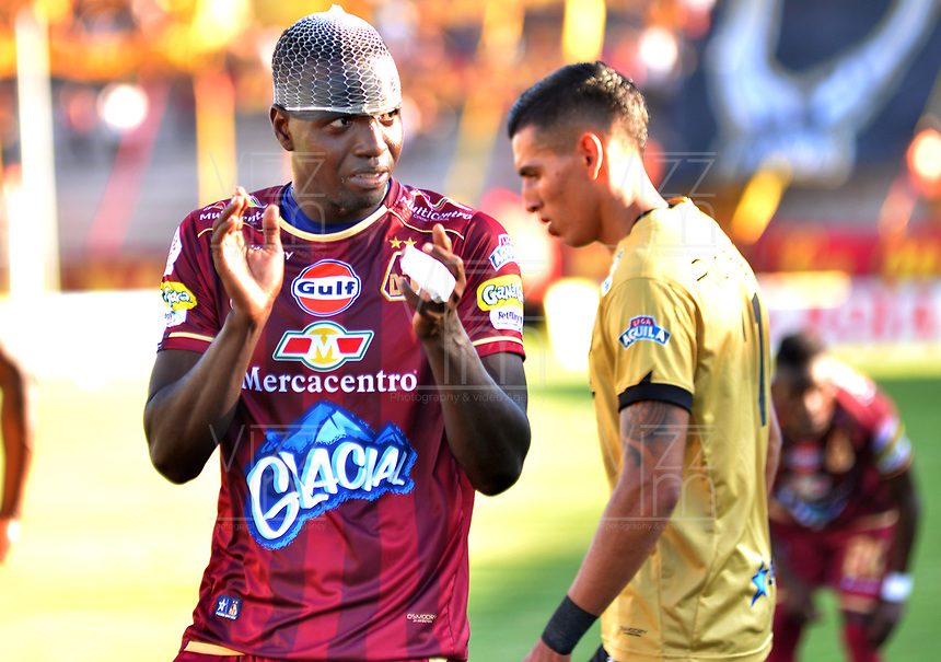 IBAGUÉ - COLOMBIA, 29-09-2018: Marco Perez (Der) jugador del Deportes Tolima celebra después de anotar el primer gol de su equipo a Rionegro Aguilas durante partido por la fecha 12 de la Liga Águila II 2018 jugado en el estadio Manuel Murillo Toro de Ibagué. / Marco Perez (R) player of Deportes Tolima celebrates after scoring the first goal of his team to Rionegro Aguilas during match for the date 12 of the Aguila League II 2018 played at Manuel Murillo Toro stadium in Ibague city. Photo: VizzorImage / Juan Carlos Escobar / Cont