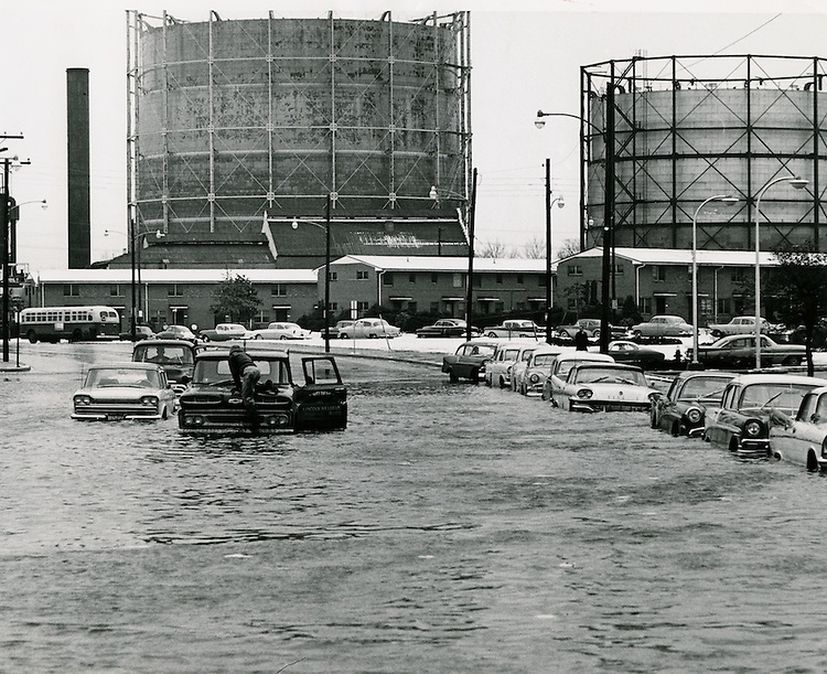 1962 March 08..Historical.Downtown North (R-8)..Flood makes Monticello Avenue - Olney Road impassable..VIRGINIAN PILOT S. H. RINGO.NEG#.NRHA# 961-H..