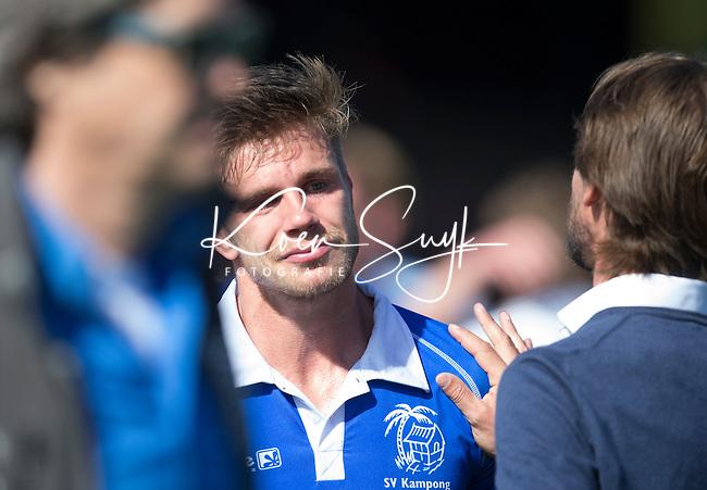 AMSTELVEEN - HOCKEY - Teleurstelling bij Sander de Wijn van Kampong en met coach Alexander Cox   na  de beslissende halve finalewedstrijd van de Play offs tussen Amsterdam en Kampong (3-1).  COPYRIGHT KOEN SUYK