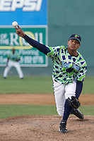 August 4, 2007: RHP Alfredo Venegas of the Everett AquaSox releases a pitch during a Northwest League game at Everett Memorial Stadium in Everett, Washington.