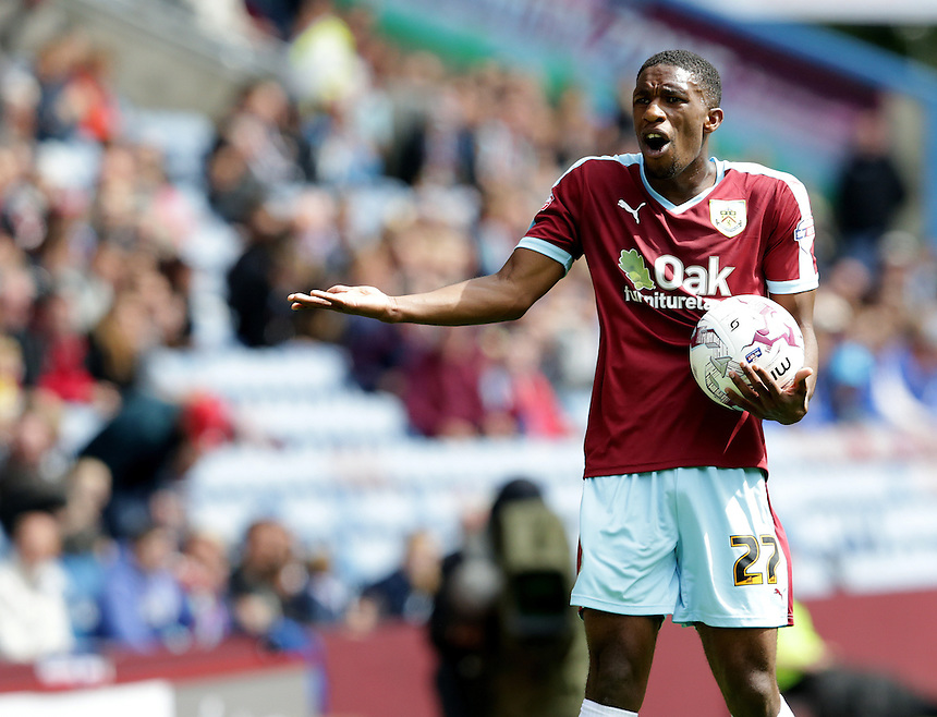 Burnley's Tendayi Darikwa remonstrates with the linesman<br /> <br /> Photographer Stephen White/CameraSport<br /> <br /> Football - The Football League Sky Bet Championship - Burnley v Birmingham City - Saturday 15th August 2015 - Turf Moor - Burnley<br /> <br /> &copy; CameraSport - 43 Linden Ave. Countesthorpe. Leicester. England. LE8 5PG - Tel: +44 (0) 116 277 4147 - admin@camerasport.com - www.camerasport.com