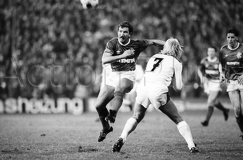 10.12.1986 Graeme Souness Glasgow Rangers left against Hans Goenter Bruns Gladbach  UEFA Cup EC 3 European Cup 1986-1987 Borussia Moenchengladbach Gladbach Glasgow Rangers 0-0