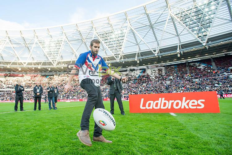 Picture by Allan McKenzie/SWpix.com - 13/11/2016 - Rugby League - 2016 Ladbrokes Four Nations - England v Australia - The Olympic Stadium, London, England - The brief, Ladbrokes kicking challenge.