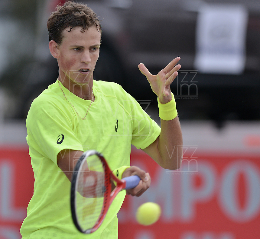 BOGOTÁ -COLOMBIA. 19-07-2013. Vasek Pospisil (CAN) durante partido contra Matteo Viola (ITA)en cuartos de final del ATP Claro Open Colombia 2013 en el Centro de Alto Rendimiento en la ciudad de Bogotá./ Vasek Pospisil (CAN)  during match against Matteo Viola (ITA)  in the quarter-finals of the ATP Claro Open Coilombia 2013 at Centro Alto Rendimiento in Bogota city. Photo: VizzorImage / Str
