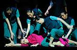 LE DETACHEMENT FEMININ ROUGE..Auteur : XIE Jin..Choregraphie : HONGWEI Dai..Compagnie : BALLET NATIONAL DE CHINE..Decor : YUNHONG Ma ..Lieu : Opera Garnier..Ville : Paris..Le : 05 01 2009..© Laurent PAILLIER CDDS Enguerand