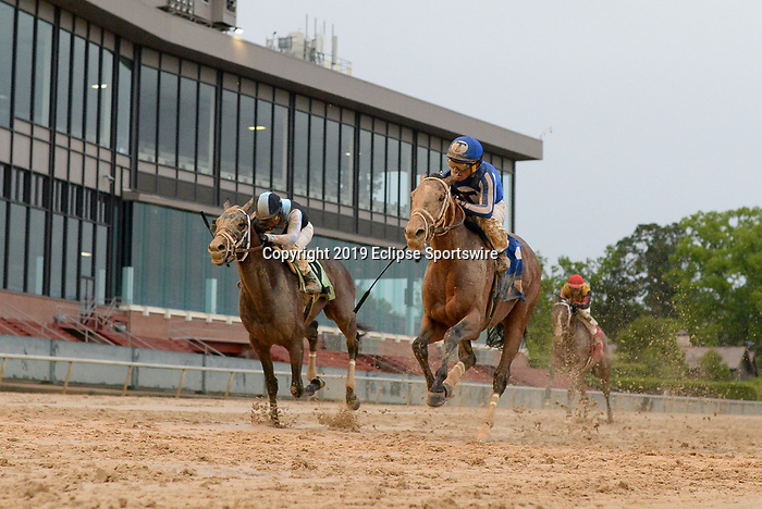April 11, 2020: Mr. Big News (3) with jockey Gabriel Saez aboard winning the Oaklawn Stakes at Oaklawn Racing Casino Resort in Hot Springs, Arkansas on April 11, 2020. Ted McClenning/Eclipse Sportswire/CSM   Oaklawn Stake at Oaklawn Racing Casino Resort  on April 11, 2020 in Hot Springs, Arkansas. (Photo by Ted McClenning/Eclipse Sportswire/Cal Sport Media)