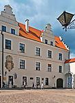 Szczecin, (woj. zachodniopomorskie), 15.07.2013. Zamek Książąt Pomorskich – renesansowy zamek usytuowany na Wzgórzu Zamkowym. Mały dziedziniec