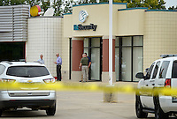NWA Democrat-Gazette/BEN GOFF @NWABENGOFF<br /> Bentonville police investigate a robbery on Friday Aug. 28, 2015 at the First Security Bank on E. Central Ave. in Bentonville.