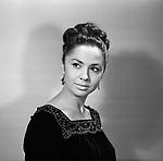 Портрет актрисы Лионеллы Пырьевой. г. Москва, 1968 г. / Portrait of actress Lionella Pyrieva. Moscow, 1968.