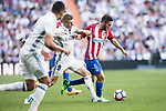 Jorge Resurreccion Merodio, Koke (r), of Atletico de Madrid competes for the ball with Toni Kroos of Real Madrid during their La Liga match between Real Madrid and Atletico de Madrid at the Santiago Bernabeu Stadium on 08 April 2017 in Madrid, Spain. Photo by Diego Gonzalez Souto / Power Sport Images