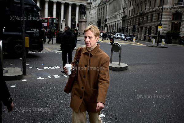 Dalia Stanton, manager w firmie Starbucks.....Zdjecia pracownikow londynskiego City, dzielnicy biur, central bankow, kancelarii prawnych, firm doradczych i ubezpieczeniowych.....Londyn, Wielka Brytania, Marzec 2009....Fot: Piotr Malecki/Napo Images........Dalia Stanton, manager at Starbucks.....Images of people at the City of London, employees of banks, insurance, consulting and law firms.....City of London, Great Britain, March 2009....(Photo by Piotr Malecki/Napo Images)