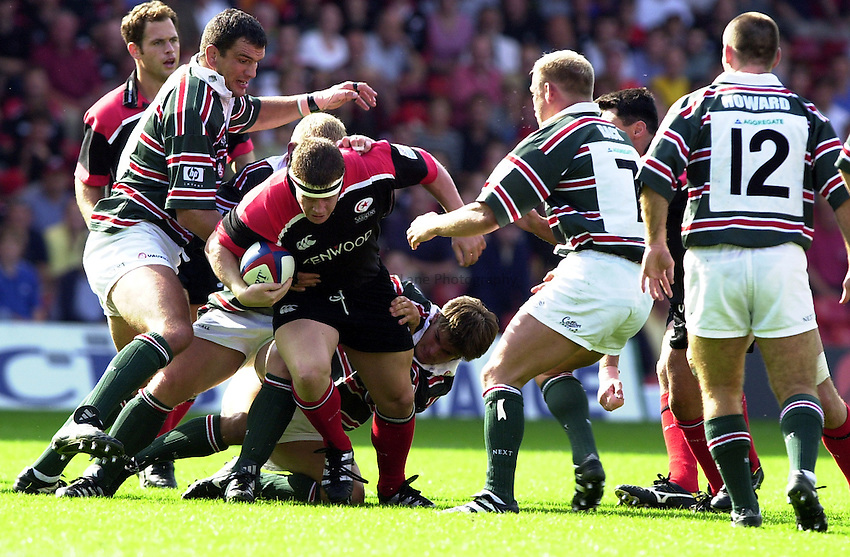 Photo: Richard Lane.Saracens v Leicester. Zurich Premiership. 10/9/2000.Paul Wallace breaks for Saracens.