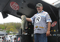 NWA Democrat-Gazette/FLIP PUTTHOFF <br /> Darrel Robertson of Jay, Okla., is in first place among pro division anglers going into today's semi-final round of the Walmart FLW Tour bass tournament at Beaver Lake. He weighed five bass Friday April 15, 2016 that weighed 16 pounds, 4 ounces.