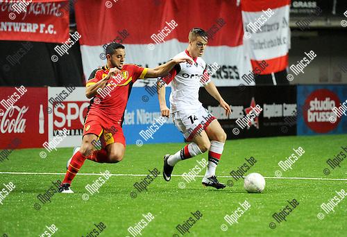 2014-01-04 / Voetbal / seizoen 2013-2014 / Football Battle Antwerpen / KBVB Futsal - OH Leuven / Saad Salhi met Thomas Azevedo (OHL)<br /><br />Foto: Mpics.be