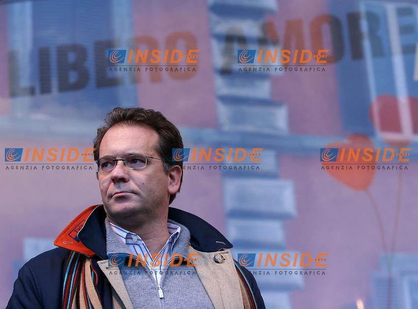 Roma 14/1/2006 Piazza Farnese. Manifestazione a sostegno delle Unioni civili - PACS.<br /> Alessandro Cecchi Paone sul palco <br /> Foto Samantha Zucchi Insidefoto