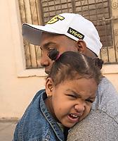 Father and unhappy child, La Habana Vieja
