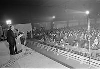 Rene Levesque et Camille Laurin prennent la parole lors d'une assemblée du Parti Québécois en 1972  (date inconnue, vers le mois de septembre)<br /> <br /> <br /> PHOTO : Agence Quebec Presse - Alain Renaud