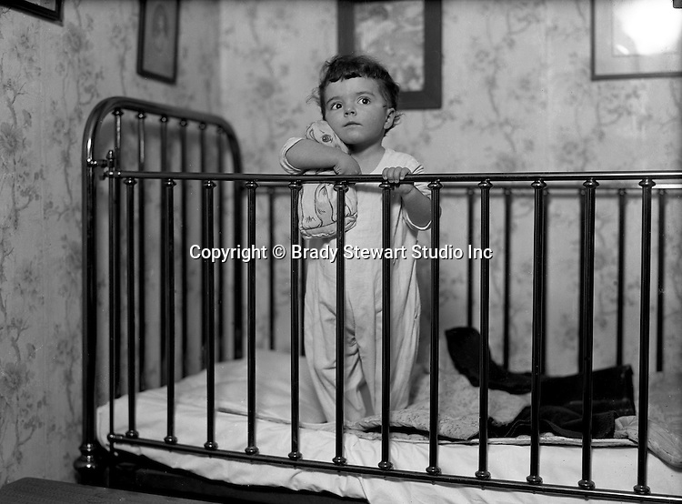 Product:Antique Brass Crib<br />