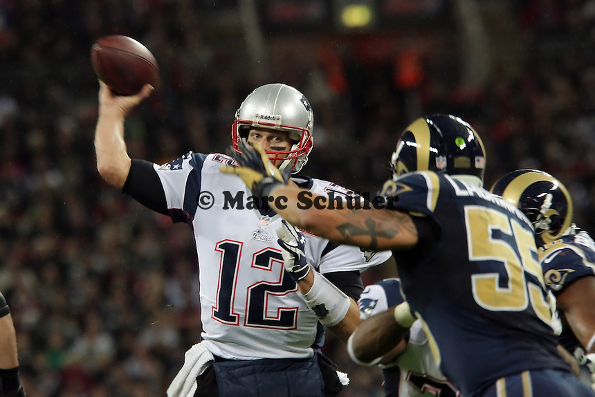 QB Tom Brady (Patriots) gegen LB James Laurinaitis (Rams)