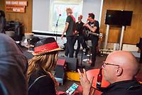 """Die Punk-Band Slime spielte am Dienstag den 27. September 2017 in der Dachlounge des Berliner Radiosender """"radio1"""". Anlass war das Erscheinen der Platte """"Hier und jetzt"""" am 29. September 2017.<br /> 27.9.2017, Berlin<br /> Copyright: Christian-Ditsch.de<br /> [Inhaltsveraendernde Manipulation des Fotos nur nach ausdruecklicher Genehmigung des Fotografen. Vereinbarungen ueber Abtretung von Persoenlichkeitsrechten/Model Release der abgebildeten Person/Personen liegen nicht vor. NO MODEL RELEASE! Nur fuer Redaktionelle Zwecke. Don't publish without copyright Christian-Ditsch.de, Veroeffentlichung nur mit Fotografennennung, sowie gegen Honorar, MwSt. und Beleg. Konto: I N G - D i B a, IBAN DE58500105175400192269, BIC INGDDEFFXXX, Kontakt: post@christian-ditsch.de<br /> Bei der Bearbeitung der Dateiinformationen darf die Urheberkennzeichnung in den EXIF- und  IPTC-Daten nicht entfernt werden, diese sind in digitalen Medien nach §95c UrhG rechtlich geschuetzt. Der Urhebervermerk wird gemaess §13 UrhG verlangt.]"""