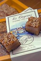 """France/06/Alpes Maritimes/ Antibes: """"Les Cayrons"""" spécialité de Christian Lutzelschwab patissier """"Au Palais des Friandises"""" 50 rue de la République"""