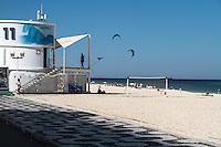 RIO DE JANEIRO; RJ; 15 DE JULHO 2013-  Segunda-feira de tempo bom, sol e calor levou muitos cariocas à praia do Leblon, Zona Sul da cidade. FOTO: NÉSTOR J. BEREMBLUM - BRAZIL PHOTO PRESS.