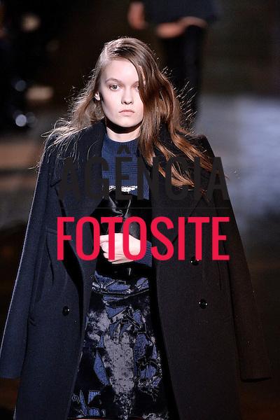 Paris, Franca &ndash; 02/2014 - Desfile de Carven durante a Semana de moda de Paris - Inverno 2014. <br /> Foto: FOTOSITE