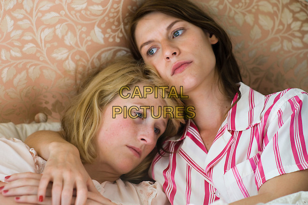 Mamie Gummer & Claire Danes .in Evening.*Filmstill - Editorial Use Only*.CAP/PLF.Supplied by Capital Pictures.
