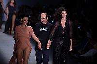 SAO PAULO, SP, 24.04.2019 - MODA-SP -Modelo durante  desfile da marca Amir Slama  durante a edição 47 da São Paulo Fashion Week, no espaço Arca, zona oeste de São Paulo, nesta quarta-feira, 24. (Foto: Ciça Neder / Brazil Photo Press / Folhapress)