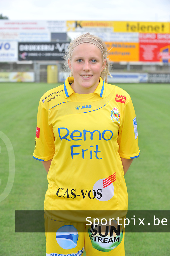 Waasland Beveren - Sinaai Girls : Wiene Van Gyse.foto DAVID CATRY / Vrouwenteam.be / LOFT6.be