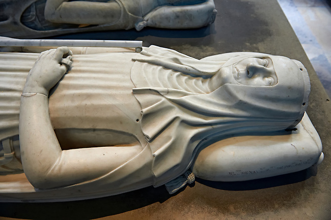Medieval tomb and statue of Blanche of Navarra, second wife of French King Philippe VI of Valois, 1332 - 1398. The Gothic Cathedral Basilica of Saint Denis ( Basilique Saint-Denis ) Paris, France.  A UNESCO World Heritage Site.