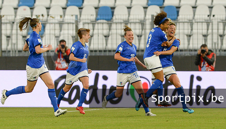 20180410 - FERRARA , ITALY : Italian Martina Rosucci (8) pictured celebrating her goal and the 1-1 Equalizer for Italy during the female soccer game between Italy and the Belgian Red Flames , the fifth game in the qualificaton for the World Championship qualification round in group 6 for France 2019, Tuesday 10 th April 2018 at Stadio Paolo Mazza / Stadio Comunale in Ferrara , Italy . PHOTO SPORTPIX.BE | DAVID CATRY