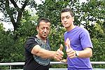 FBL 2009/2010 - Werder Bremen - Interview mit Mesut &Ouml;zil (Oezil) 25.08.2009<br /> <br /> Interview mit Mesut &Ouml;zil (GER Werder Bremen #11) und  Homestory bei Mesut &Ouml;zil zu Hause in Bremen<br /> <br /> Foto: Mustafa / Vater von Mesut &Ouml;zil zusammen auf dem Balkon - Daumen Hoch f&uuml;r die ZUkunft<br /> <br /> Foto &copy; nph ( nordphoto )