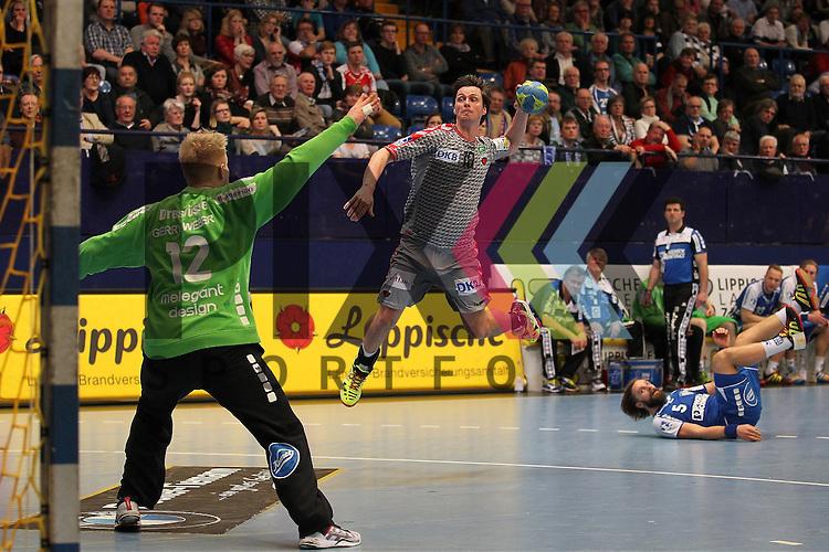 Fuechse Berlins Hans Lindberg (Nr.18) gegen TBV Lemgos Nils Dresruesse (Nr.12)     im Spiel TBV Lemgo - Fuechse Berlin.<br /> <br /> Foto &copy; PIX-Sportfotos *** Foto ist honorarpflichtig! *** Auf Anfrage in hoeherer Qualitaet/Aufloesung. Belegexemplar erbeten. Veroeffentlichung ausschliesslich fuer journalistisch-publizistische Zwecke. For editorial use only.
