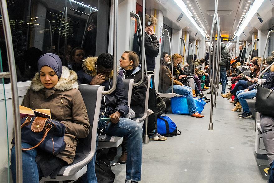 Nederland, Amsterdam, 9 febr 2014<br /> Reizigers in de metro van Amsterdam<br /> Foto: Michiel Wijnbergh
